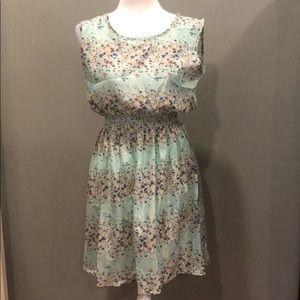 Dresses & Skirts - Floral Sleeveless Dress NWOT